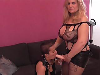 Musa Libertina + Sara One: FemDom lesbico con esclava sumisa