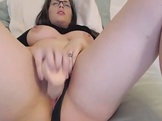 Busty Beauty Glasses Cum Free Webcam