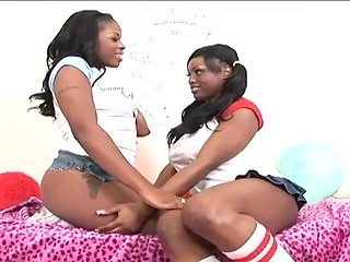 Ebony girlfriends fucking