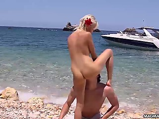 MIA MAGMA Fucking Mia on a paradise beach