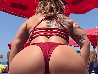 @swagruspanda amazing beach twerking and shaking ass